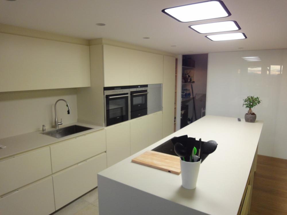 Showroom encimeras mv valencia cocinas modernas for Cocinas modernas valencia